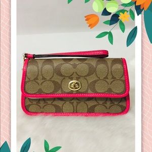 NWT Coach Wallet  Wristlet In Signature Canvas